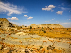 Buttes lined with coal and gradations of colored clay
